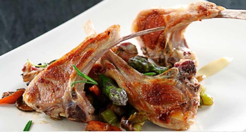 Chuletas de cordero a la parrilla con ragout de verduras y for Cocinar cabeza de cordero